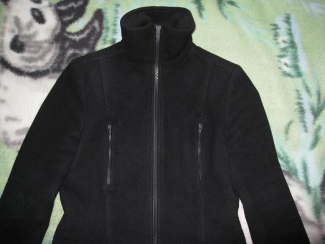Демисезонное пальто с высоким воротником