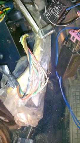 Вытащенный пучёк проводов на зеркала - провод сгорел на всём протяжении без изоляции