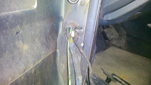 Провода выходящие из двери уже пару раз приходилось соединять