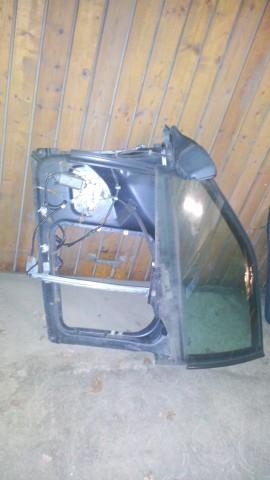 Снятое окно, вместе с внутеренней рамой и направляющими