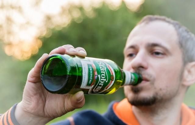 Пейте дети пиво.